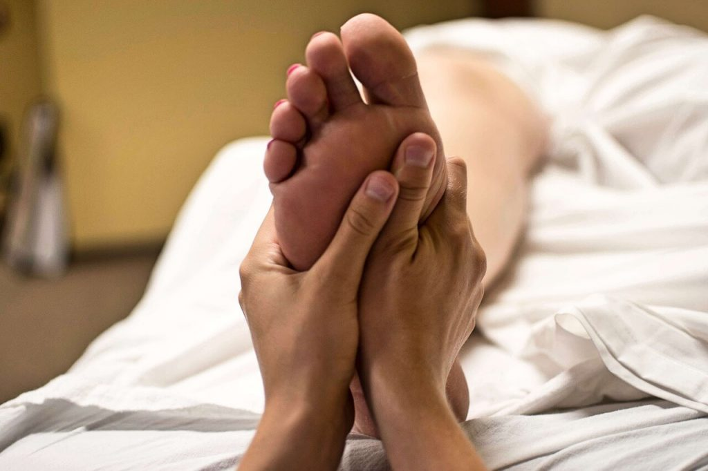 15 Reasons to Give Yourself a Foot Massage (Benefits of Foot Massage)